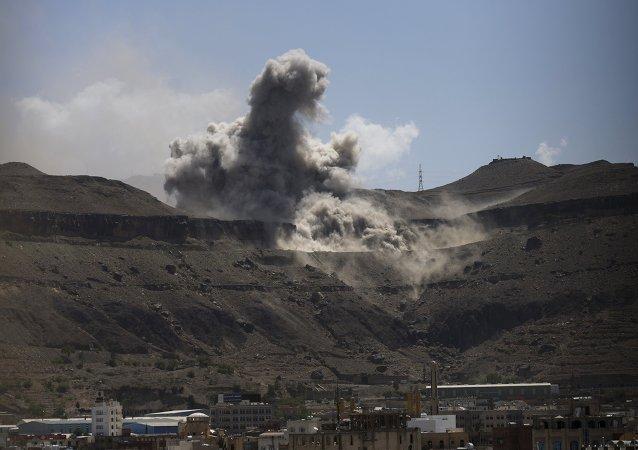 阿拉伯联盟空军摧毁也门叛军80%军械库