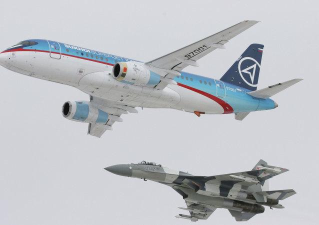 蘇霍伊超級噴氣-100支線客機(Sukhoi Superjet-100)和蘇-35殲擊機