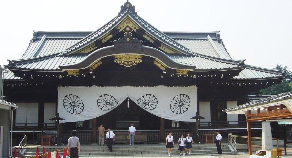 日本首相未参拜靖国神社 但奉送祭祀礼品