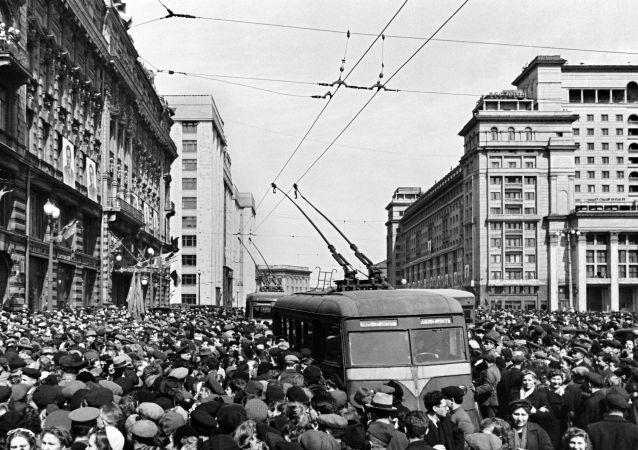 1945年5月9日,莫斯科,无轨电车(资料图片)