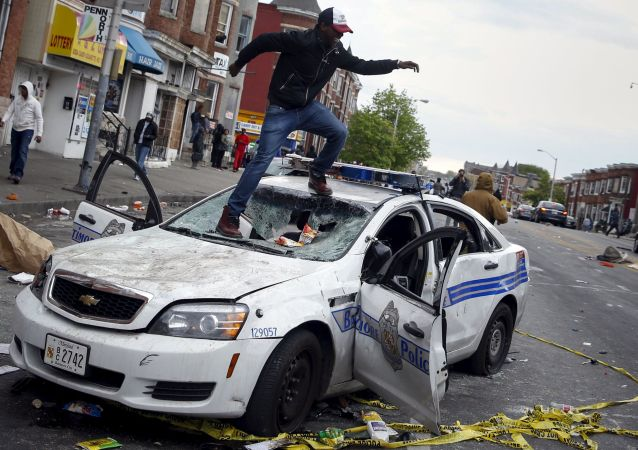 美國巴爾的摩發生騷亂 近200人被捕
