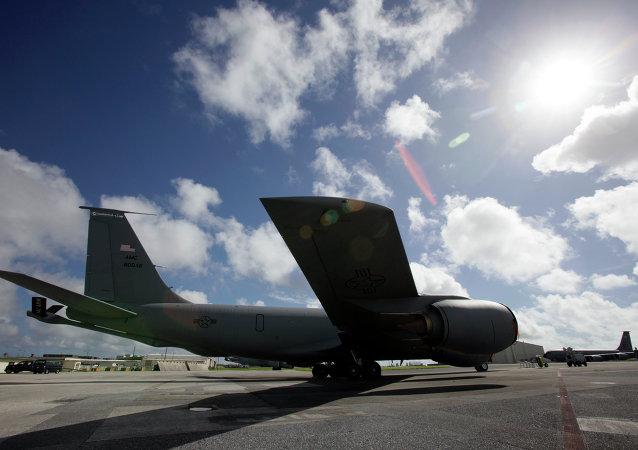 一架波音公司生产的KC-135空中加油机