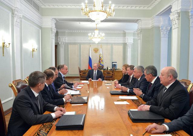 普京與俄羅斯安全委員會常委就頓巴斯、敘利亞以及打擊「伊斯蘭國」問題進行討論