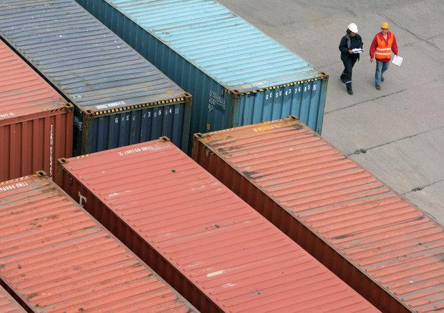在港口的貨櫃/資料圖片/