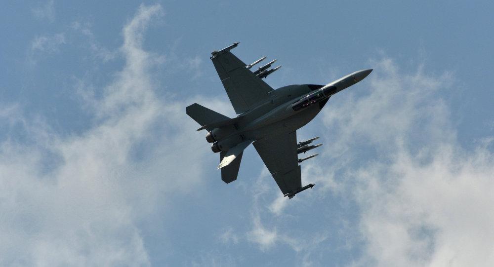 美國殲擊機在波斯灣墜毀,機組人員得以逃生