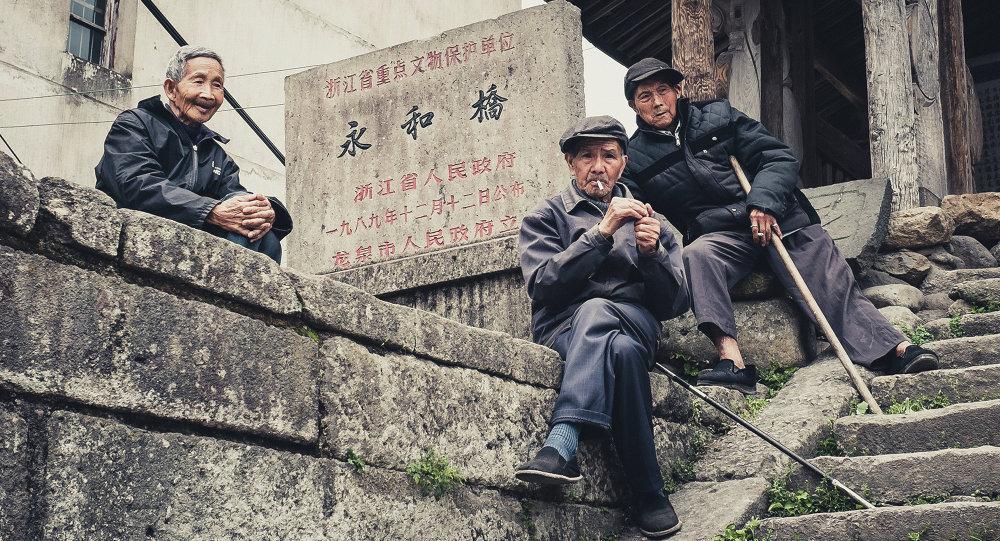 2025年中国60岁以上老年人口将突破4亿人