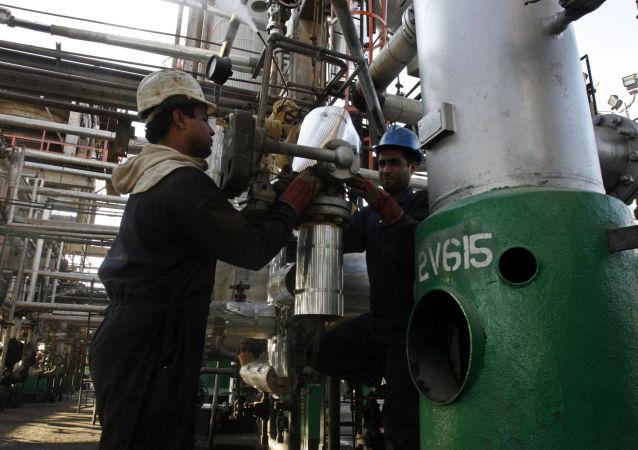 伊朗,炼油厂(资料图片)