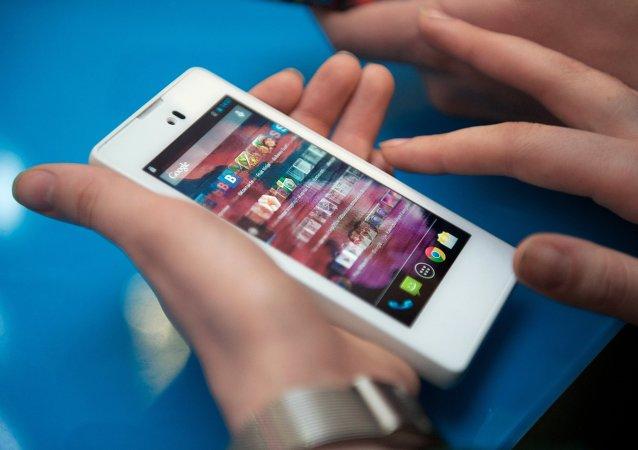 俄智能手機Yotaphone2在中國正式發售