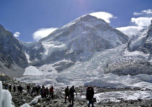 尼泊尔计划对攀登珠峰者设定年龄限制