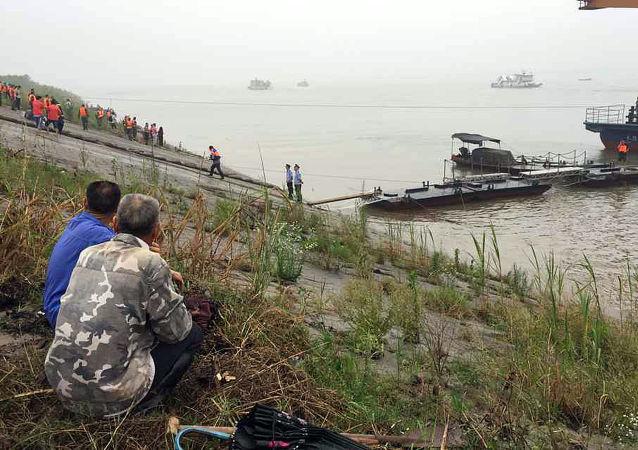中国两货轮发生碰撞致12人失踪