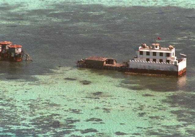 中方在南沙群島開展島礁建設的主要目的是為完善島礁相關功能