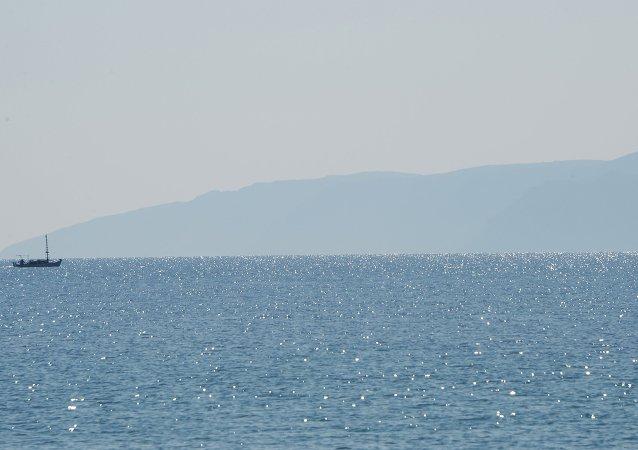 游船在加里波利半島岸邊與油輪相撞