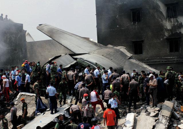 印尼军机坠落的死亡人数升至38人