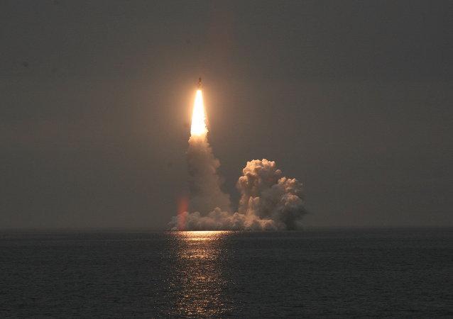 """试射""""布拉瓦""""洲际弹道导弹"""