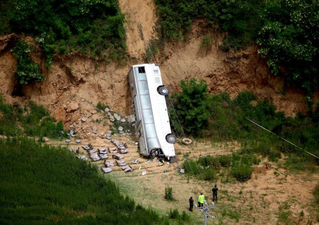 尼泊尔公交车发生事故,造成至少19人死亡