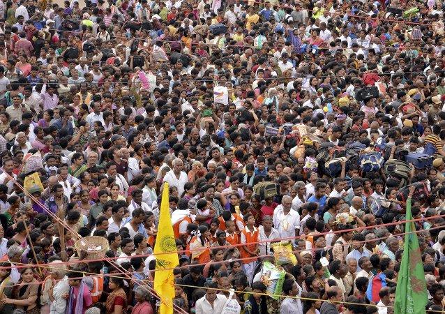 印度宗教節日活動現場發生踩踏 27人死亡