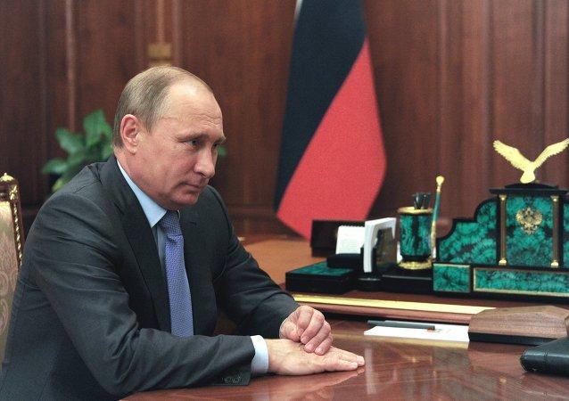 普京同意撤消克里米亞事務部的建議