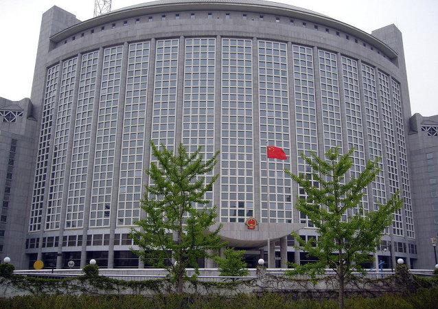 中国外交部:中方敦促美方停止美台官方往来
