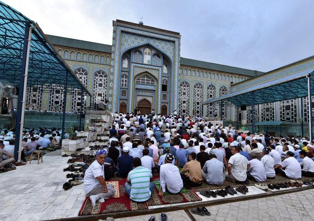 在塔吉克斯坦禁止无医生证明结婚