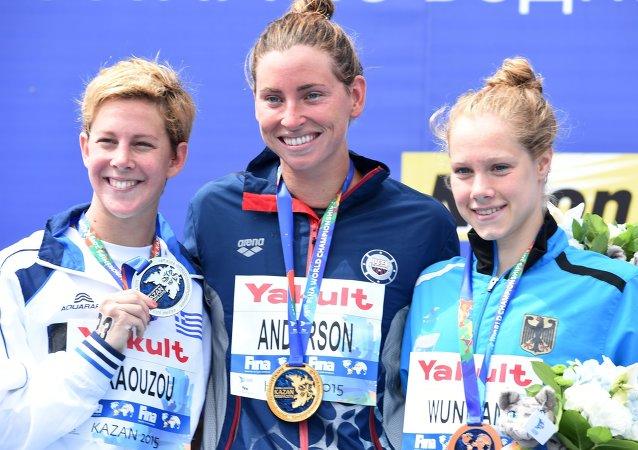 海利·安德森在喀山赢得世界冠军赛水上运动项目首枚金牌