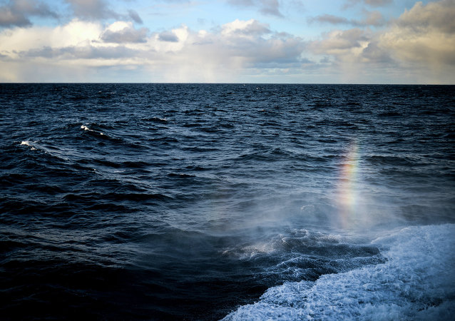 """俄海军""""伊戈尔•别洛乌索夫""""号将潜水器下潜至大西洋1000米深处"""
