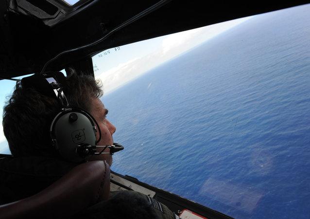 寻找马航失踪航班的搜寻船从雷达消失
