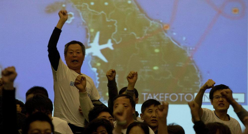 媒体:MH370中国乘客家属要求马方将其送往留尼汪岛