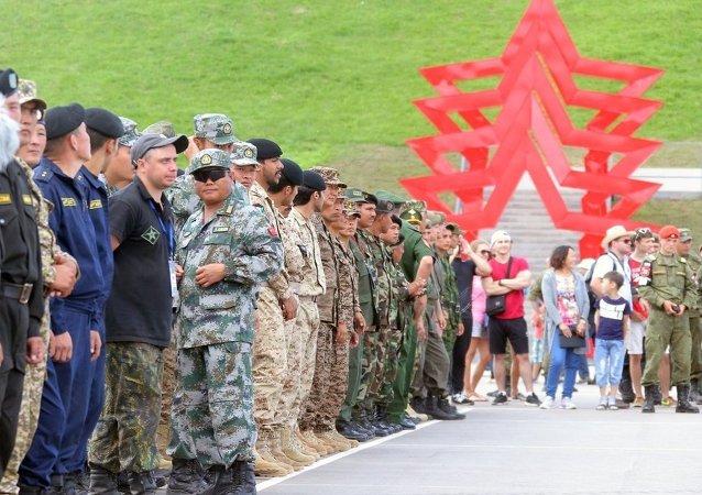 中国侦察兵在国际军事比赛中获得第二名
