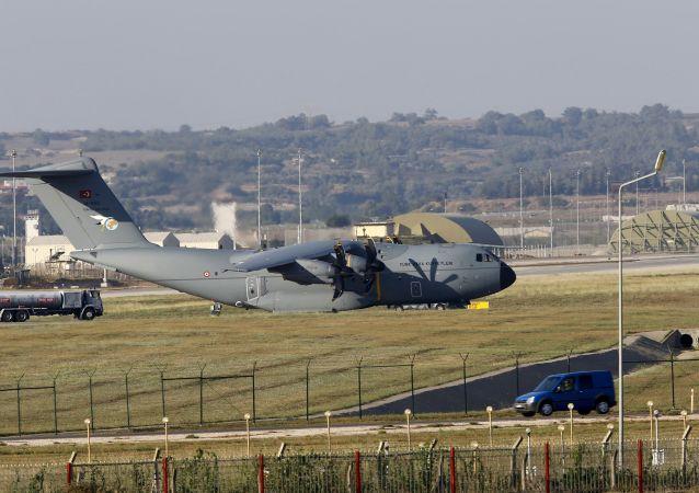 媒体:阿联酋驻美大使建议美利用卡塔尔空军基地对其施压