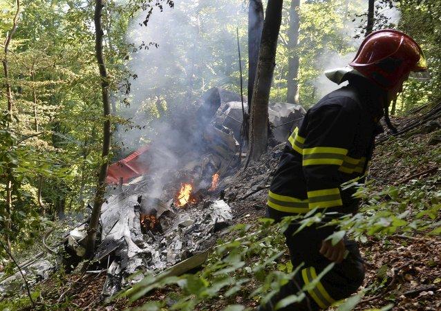 斯洛伐克两架竞技飞机相撞 7人死亡