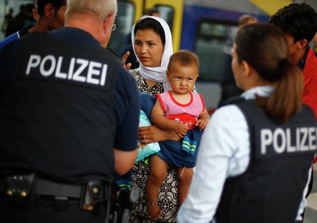 德总理:德国境内未获正式难民身份的难民应离开德国
