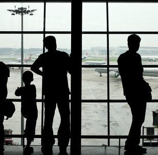 2名在華外籍英語教師被遣送出境