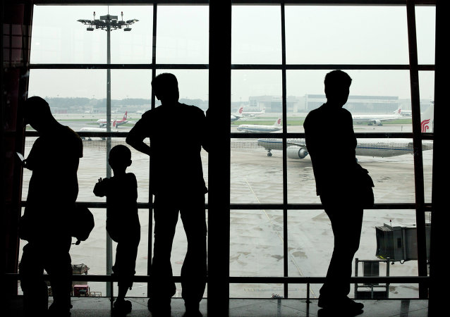 2名在华外籍英语教师被遣送出境