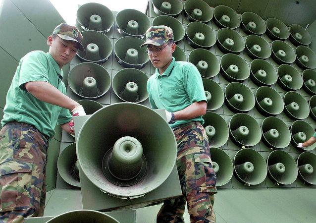 韓國通過揚聲器在朝韓邊境通報逃往韓國的朝鮮士兵消息