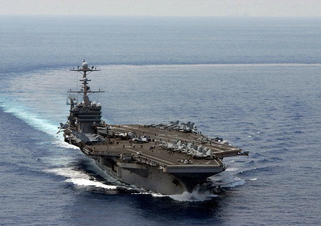 媒體:美國防部長視察位於中國南海的本國航母