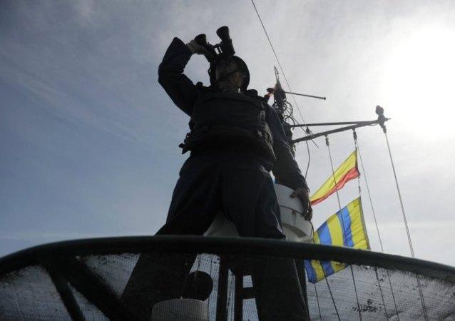 俄裡海軍艦和海軍陸戰隊在突擊檢查中進入完全戰備
