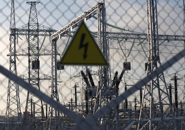 一名英国人在被1.1万伏电压击中后活了下来