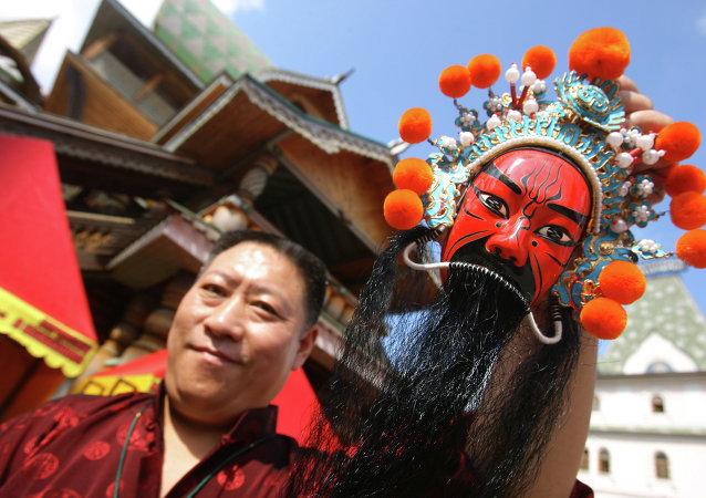 2015中國蒙古族服裝服飾藝術節開幕 俄圖瓦共和國亮相參演