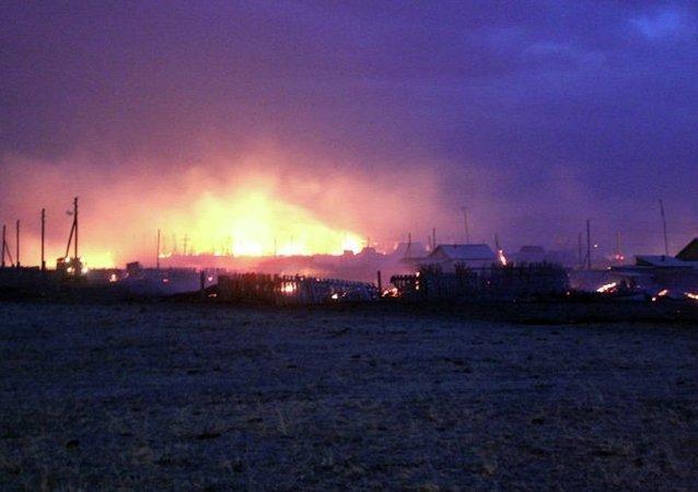 消息人士:奧倫堡大規模草原火得到控制 威脅已解除