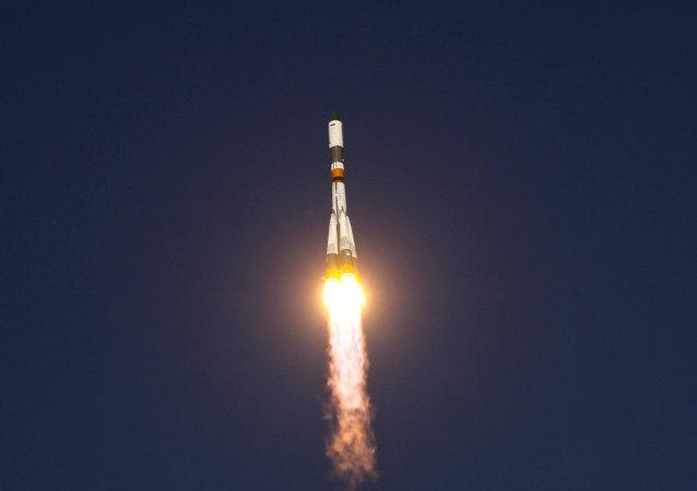 搭載兩顆伽利略衛星的俄「聯盟」型運載火箭從庫魯發射場發射