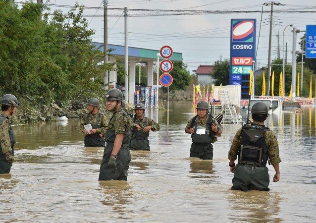 兩千警察在日本常總市大壩決口後尋找失蹤者