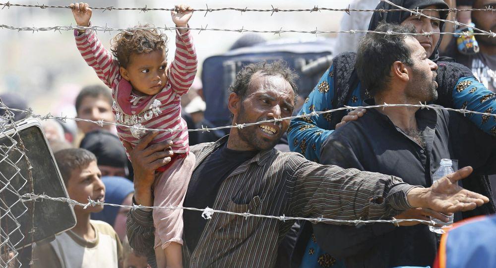 """法国总理:欧洲应加强对外部边界的监控 否则""""申根""""将会崩溃"""