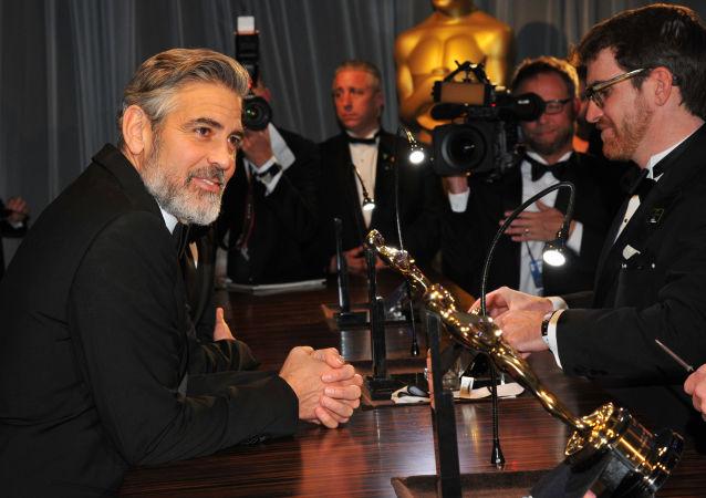 好莱坞演员乔治·克鲁尼发生车祸