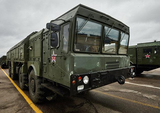 """俄南部演习时用""""伊斯坎德尔-M""""系统进行射程300公里的战斗发射"""