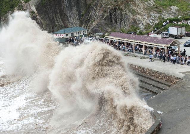 """台风""""彩虹""""袭击中国南方,4人死亡80人受伤"""