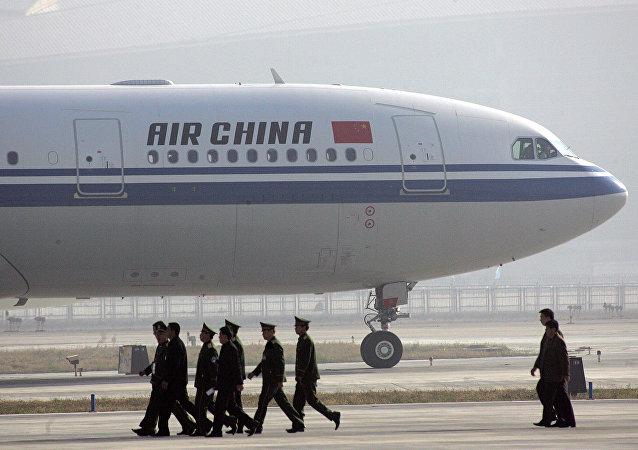 中国国航一架飞机因空乘受袭实施紧急降落