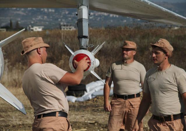 国防部称,俄罗斯宇航空军在叙利亚消灭了伊斯兰国组织的456个打击对象。
