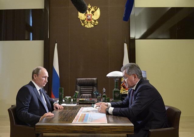俄罗斯国防部长绍伊古在同普京总统会面时