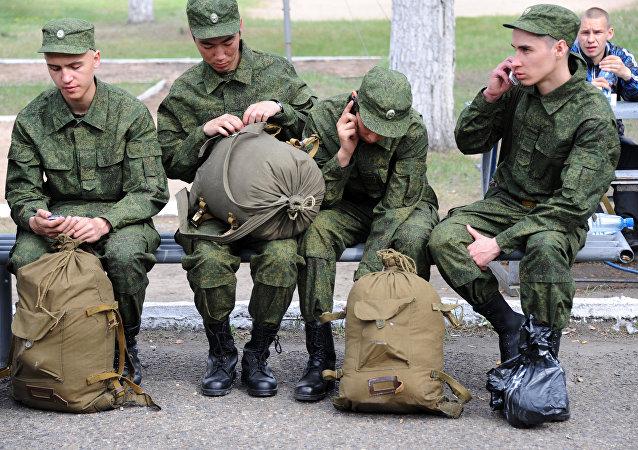 俄500多名應徵入伍新兵抵達遠東服役