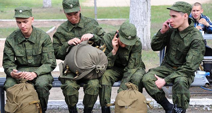 俄500多名应征入伍新兵抵达远东服役